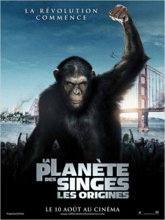 Affiche de La Planète des Singes : Les Origines sur laquelle César mène une armée de singes, le poing levé.