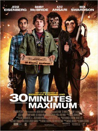 Affiche du film 30 Minutes Maximum sur laquelle se tiennent les quatre acteurs principaux. Deux portent un masque de singe. Le second plan est un décor enflammé.