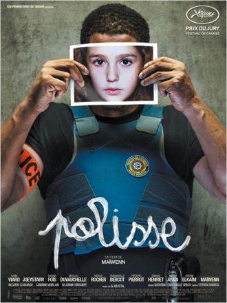 Affiche du film Polisse sur laquelle Joeystarr tient une photo d'enfant devant son visage face à l'objectif.