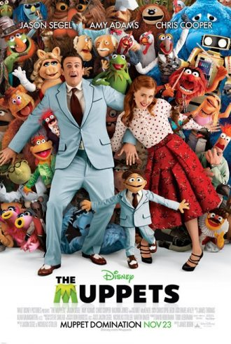 Affiche des Muppets : Le Retour sur laquelle Jason Segel et Amy Adams sont joyeusement étendus au milieu de tous les Muppets.