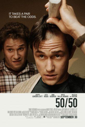 Affiche du film 50/50 sur laquelle Joseph Gordon-Levitt se rase la tête pendant que Seth Rogen l'observe bizarrement.