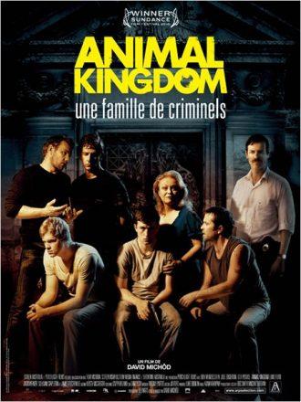Affiche du film Animal Kingdom de David Michôd sur laquelle nous découvrons la famille de gangsters réunie devant sa maison.