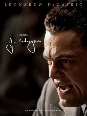 Affiche de J. Edgar de Clint Eastwood sur laquelle Leonardo DiCaprio est pris de près et semble parler à une assemblée avec conviction.
