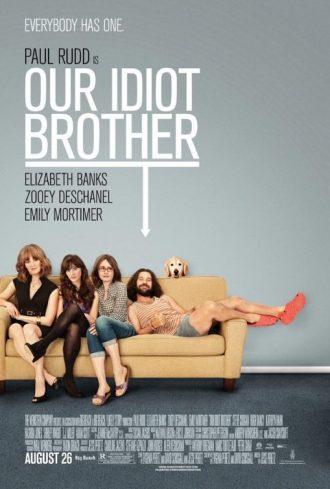 Affiche du film Our Idiot Brother sur laquelle Paul Rudd est affalé sur un canapé avec ses trois soeurs gênées et serrées.