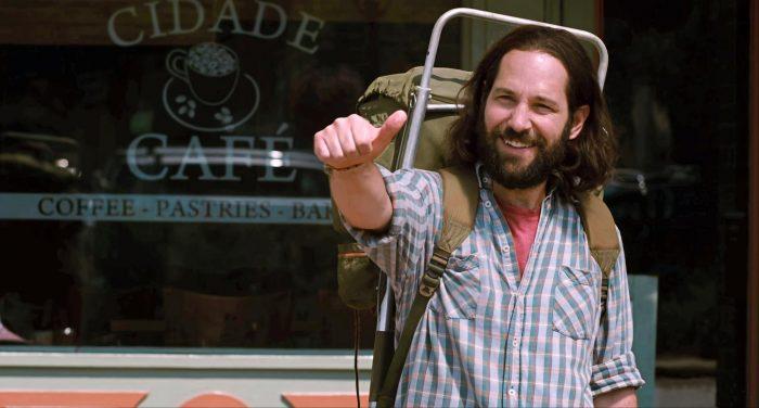 Photo de Paul Rudd tendant le pouce avec le sourire à d'autres protagonistes dans le film Our Idiot Brother.