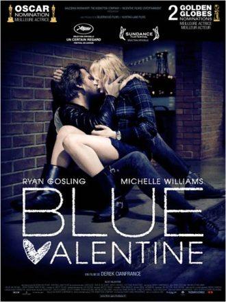 Affiche de Blue Valentine de Derek Cianfrance sur laquelle Ryan Gosling et Michelle Williams s'étreignent dans la rue.