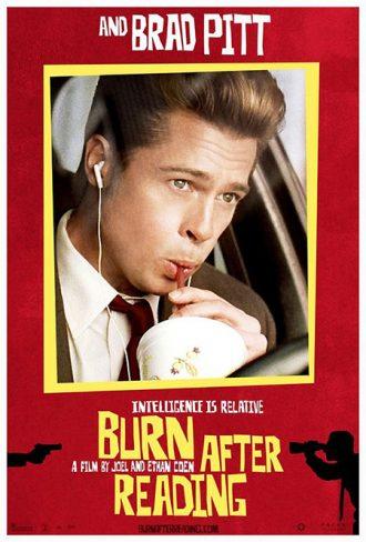 Affiche personnage de Brad Pitt pour le film Burn After Reading sur laquelle l'acteur sirote un soda dans sa voiture.