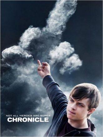 Affiche de Chronicle sur laquelle Dan DeHaan fait un fuck et contrôle un nuage de la même forme.