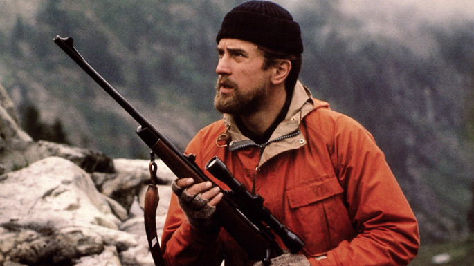 Photo de Robert De Niro en pleine partie de chasse dans le film Voyage au bout de l'enfer de Michael Cimino.