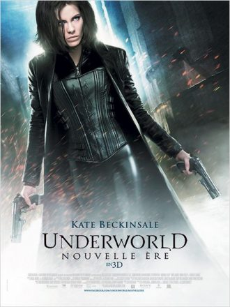 Affiche d'Underworld - Nouvelle ère de Len Wiseman sur laquelle Kate Beckinsale est armée et avance dans une rue sombre.