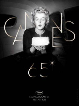 Affiche du Festival de Cannes 2012 sur laquelle Marilun Monroe souffle une bougie d'un gâteau dans une voiture.