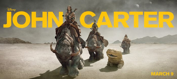 Bannière du film John Carter d'Andrew Stanton sur laquelle les trois personnages principaux chevauchent d'étranges créatures dans un désert.