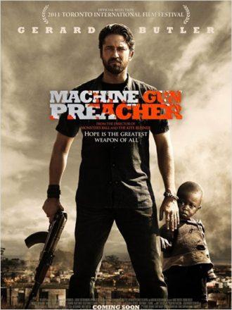 Affiche de Machine Gun Preacher sur laquelle Gerard Butler tient une AK_47 et protège un enfant.
