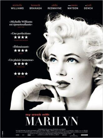 Affiche de My Week with Marilyn sur laquelle Michelle Williams est dans la peau de la célèbre actrice, un doigt posé sur sa bouche devant un fond noir.