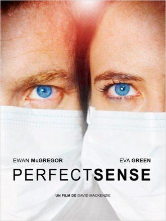 Affiche du film Perfect Sense sur laquelle Ewan McGregor et Eva Green sont côte à côte et portent un masque de sécurité.