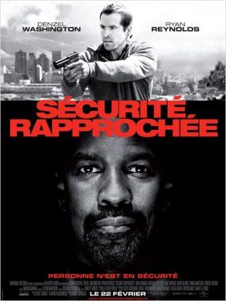 Affiche du film Sécurité rapprochée sur laquelle nous découvrons Ryan Reynolds armé et en action en haut de l'affiche et le portrait de Denzel Washington en bas de l'affiche.