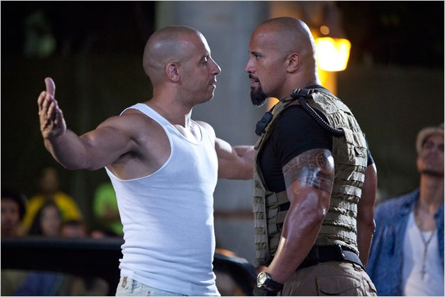 Photo de Vin Diesel et The Rock prêts à s'affronter dans le film Fast Five de Justin Lin.