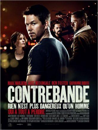 Affiche du film Contrebande sur laquelle nous retrouvons les quatre personnages principaux menés par Mark Wahlberg sur un décor sombre.