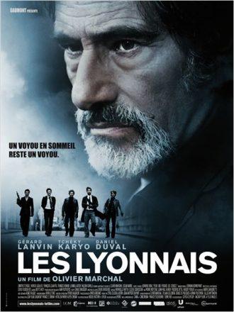 Affiche du film Les Lyonnais d'Olivier Marchal sur laquelle nous voyons le visage de Gérard Lanvin ainsi qu'une bande de jeunes gangsters en bas de l'affiche.