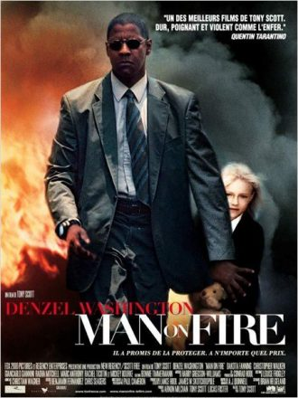 Affiche de Man on Fire de Tony Scott sur laquelle Denzel Washington protège Dakota Fanning dans un décor explosif.