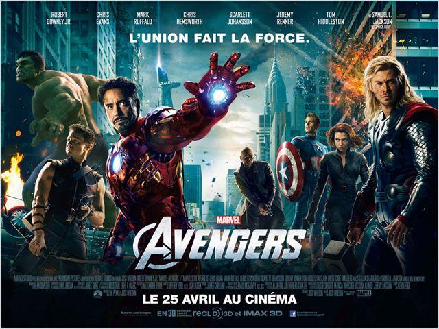 Affiche bannière du film Avengers sur laquelle tous les super-héros sont côte à côte dans une gigantesque bataille à New York.