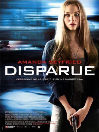 Affiche du film Disparue sur laquelle Amanda Seyfried paraît méfiante et tient une arme devant un fond destructuré.
