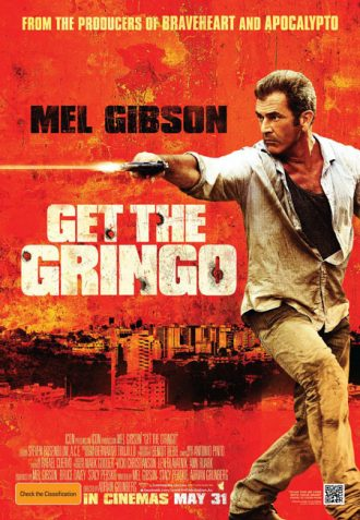 Affiche du film Get The Gringo sur laquelle Mel Gibson tire sur un ennemi. Sur le second plan, on distingue une ville mexicaine.