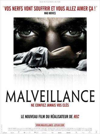 Affiche du film Malveillance sur laquelle une femme dort dans son lit. Les yeux ténébreux de Luis Tosar la surplombent comme pour souligner son oppression.