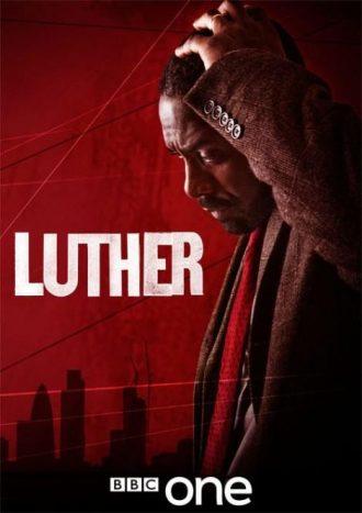 Affiche de la série Luther sur laquelle Idris Elba, pensif et désespéré, se tient la tête. On distingue la ville de Londres sur le second plan rouge.