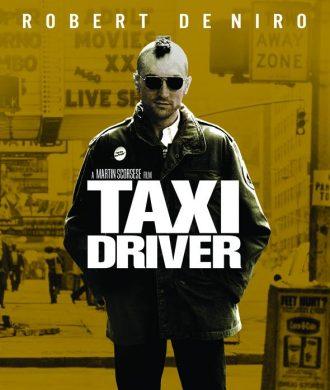 Affiche de la version restaurée de Taxi Driver sur laquelle Robert de Niro avance vers l'objectif coiffé de son célèbre iroquois dans une rue de New York.