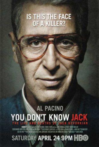 Affiche du téléfilm You don't know Jack sur laquelle nous voyons Al Pacino de face, souriant à moitié.