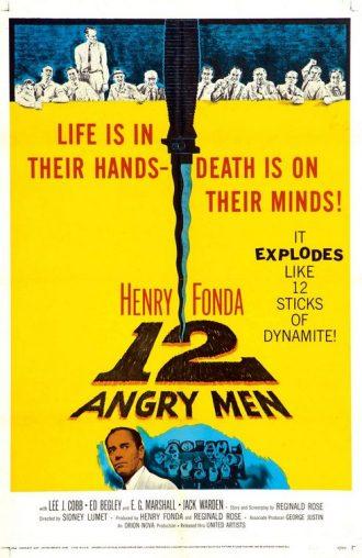 Affiche du film 12 Hommes en colère sur laquelle nous distinguons les 12 jurés menés par Henry Fonda ainsi que le fameux coupé que ce dernier tient qui occupe une grande place sur l'affiche.