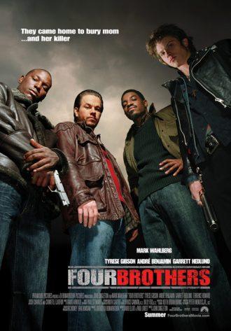 Affiche du film Quatre Frères de John Singleton sur laquelle les quatre personnages principaux sont pris en contre-plongée, armés.