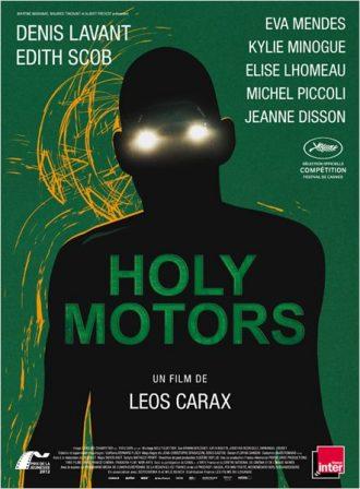 Affiche du film Holy Motors sur laquelle nous distinguons la silhouette d'un corps aux yeux illuminés devant un fond vert.