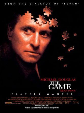 Affiche du film The Game de David Fincher sur laquelle le visage de Michael Douglas se désintègre en de multiples pièces d'un puzzle.