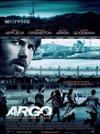 Affiche du film Argo qui mêle le paysage d'Hollywood, le visage du héros incarné par Ben Affleck et la prise d'otages du film.