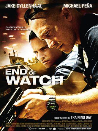Affiche de End of Watch sur laquelle les deux policiers incarnés par Jake Gyllenhaal et Michael Peña effectuent un contrôle sur un automobiliste.