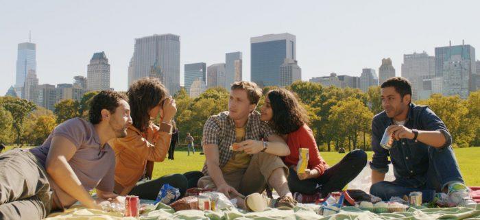 Photo de l'équipe du film Nous York en train de picniquer dans Central Park.