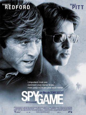Affiche du film Spy Game de Tony Scott. Nous y voyons le portrait de Robert Redford et Brad Pitt sur un montage photo qui laisse présager un film d'espionnage et d'action.