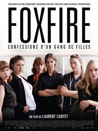 Affiche du film Foxfire - Confessions d'un gang de filles sur laquelle la bande pose face à l'objectif avec un air déterminé.