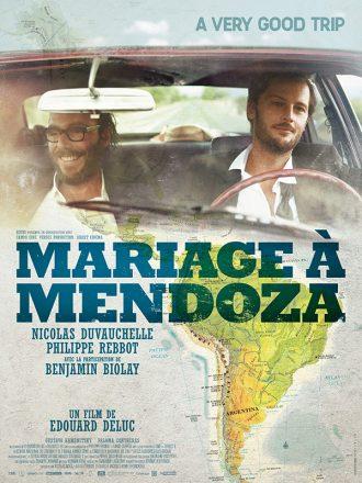 Affiche du film Mariage à Mendoza sur laquelle Nous voyons Philippe Rebbot et Nicolas Duvauchelle en haut de l'affiche et la carte de l'Amérique du Sud en bas.