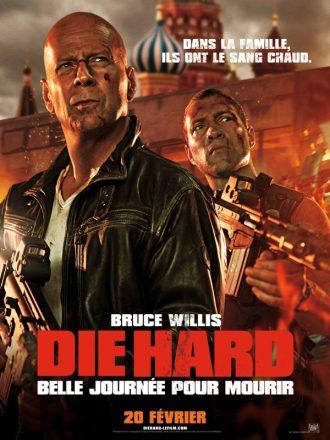 Affiche de Die Hard Belle Journée pour Mourir. Bruce Willis et Jai Courtney sont armés et prêts à se battre face à un paysage qui s'embrase. Le Kremlin est visible au second plan.