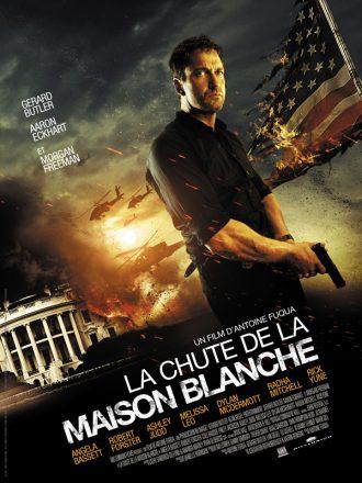 Affiche du film La Chute de la Maison Blanche sur laquelle nous voyons Gerard Butler armé avec au second plan la Maison Blanche en train d'exploser. Un drapeau américain brulé est visible à la droite du héros.