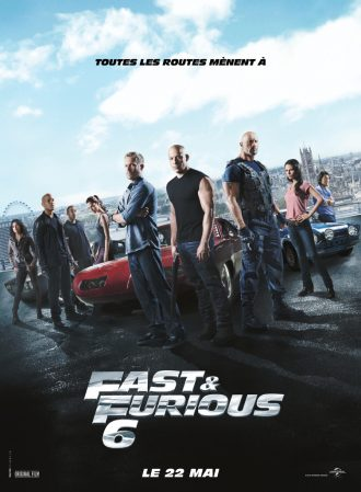 Affiche du film Fast & Furious 6 sur laquelle nous voyons tous les personnages principaux autour de voitures. A l'arrière plan, nous distinguons la ville de Londres.