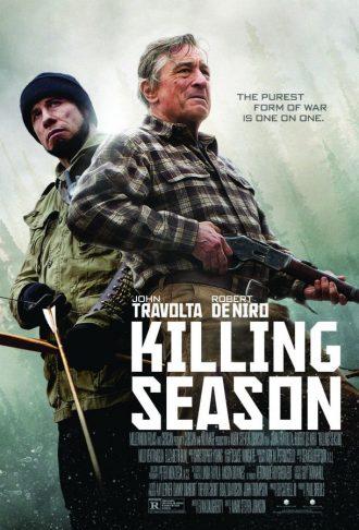 Affiche du film Killing Season sur laquelle John Travolta et Robert De Niro sont côte à côte dans une forêt brumeuse, armés.