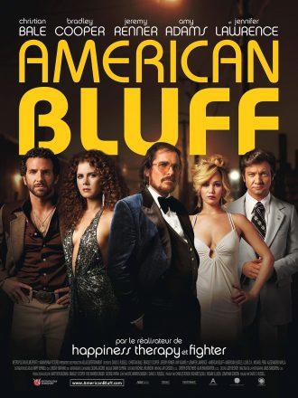 Affiche d'American Bluff de David O'Russell sur laquelle nous voyons tous les personnages principaux alignés.