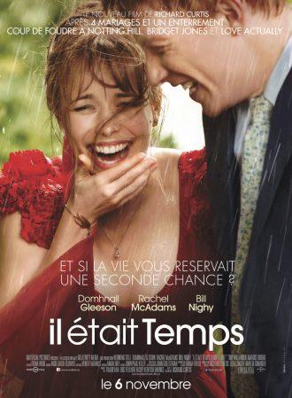 Affiche d'Il était temps sur laquelle Rachel McAdams et Domhall Gleeson rient aux éclats sous la pluie.