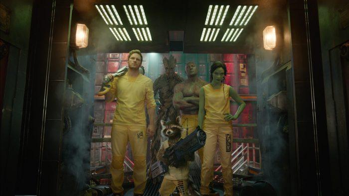Photo de l'équipe de super-héros du film Les Gardiens de la Galaxie en tenue de prisonnier.