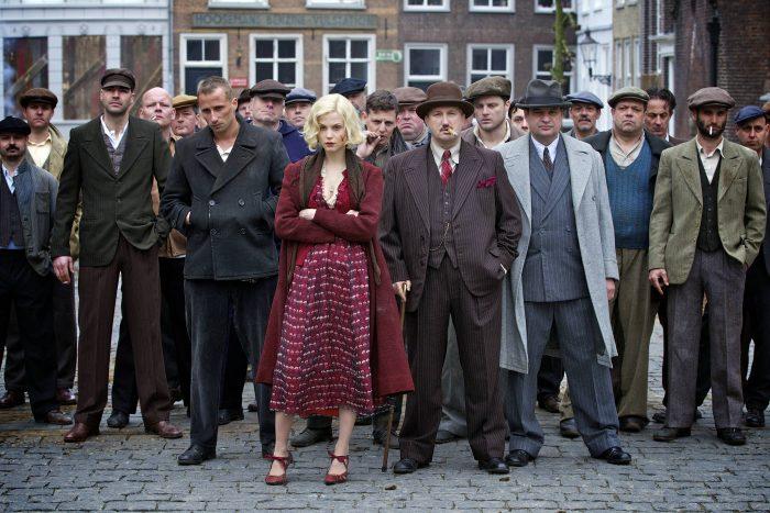 Photo du film The Gang sur laquelle nous voyons tous les personnages principaux alignés.