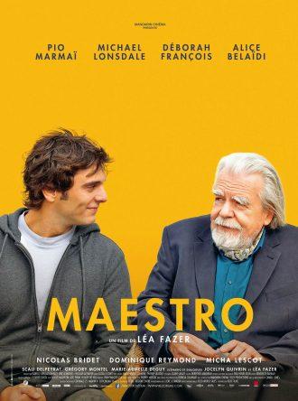 Affiche du film Maestro de Léa Fazer. Devant un fond jaune, les personnages incarnés par Pio Marmaï et Michael Lonsdale échangent avec un air complice.